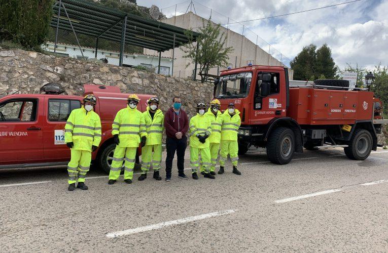 Se refuerzan las labores de desinfección en Confrides y L'Abdet con la colaboración de los bomberos forestales de la Generalitat Valenciana