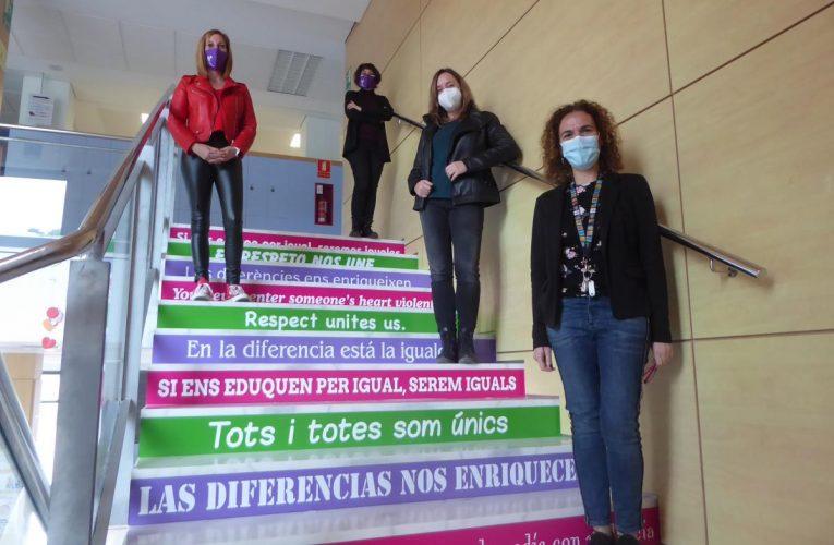"""Las escaleras del IES La Nucía """"conciencian"""" hacia la Igualdad y la No Violencia"""