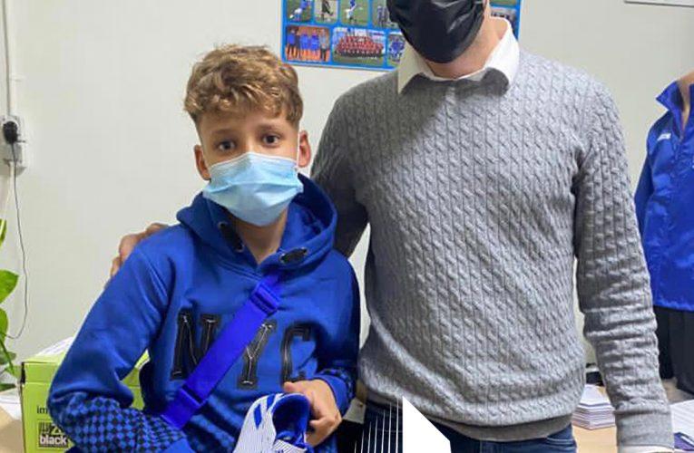 Empire Premiu Properties beca a un niño de 12 años sin recursos para que juegue en el CF Benidorm