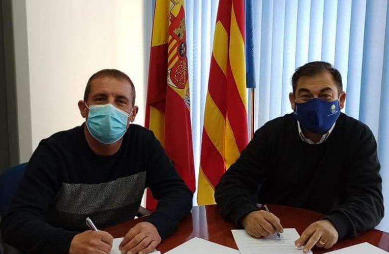El Ayuntamiento de Relleu firma un convenio con la Sociedad Musical Lira Relleuense.