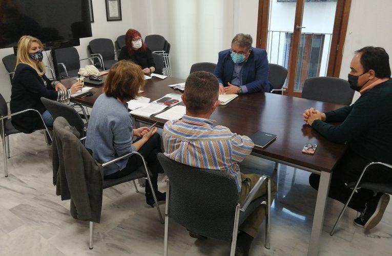 Primera reunión de trabajo en Finestrat para poner en marcha las bases para el reparto de ayudas del plan resistir y las propias del consistorio