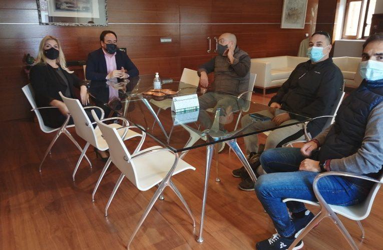 El alcalde de Finestrat se reúne con la asociación de comerciantes y restauradores