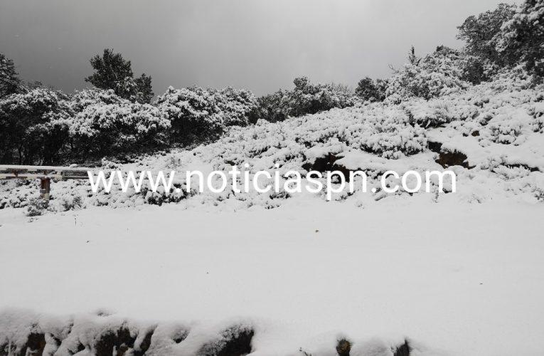 La nieve vuelve a cubrir la sierra de Aitana