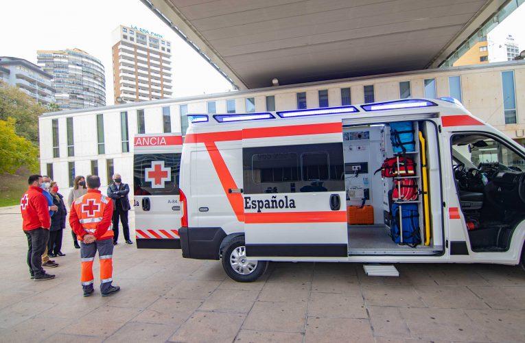 La Asamblea Local de Cruz Roja Benidorm presenta su nueva ambulancia