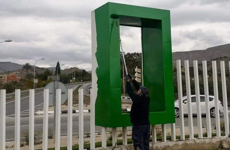 El Ayuntamiento de Villajoyosa acomete actuaciones de adecuación y mantenimiento en las rotondas de acceso al municipio