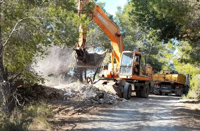 El Ayuntamiento de La Nucía retira los vertidos de escombros de Bello Horizonte