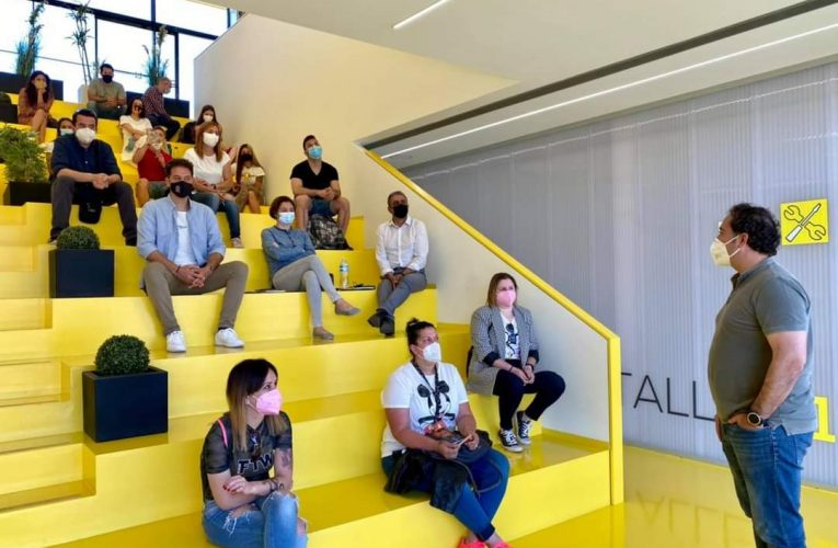 """30 personas asisten al Taller de """"Facebook e Instagram para el Comercio"""" en Lab_Nucia"""